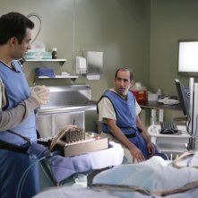 Kal Penn insieme a Peter Jacobson nell'episodio 'Adverse Events' della serie Dr House