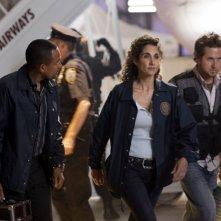 Melina Kanakaredes e A.J. Buckley insieme a Hill Harper e  nell'episodio 'Turbulence' della serie CSI New York