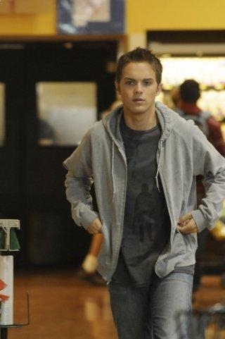 Thomas Dekker nel ruolo di John nell'episodio Allison From Palmdale di Terminator: The Sarah Connor Chronicles
