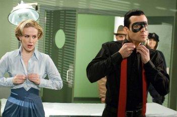 Sarah Paulson e Gabriel Macht in un'immagine tratta dal film The Spirit
