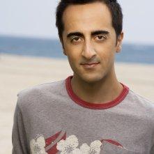 Una foto promozionale di Amir Talai per la serie The Ex List