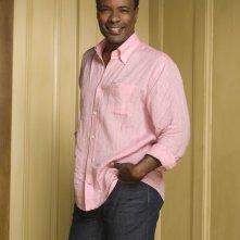 Allan Louis posa per un'immagine promozionale per la serie tv Privileged