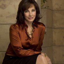 Anne Archer per una foto promozionale della prima stagione di Privileged