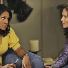 Audra McDonald insieme a Amy Brenneman nell'episodio 'Equal & Opposite' della serie tv Private Practice