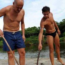 Isola dei Famosi 2008: Alessandro Feliù e Alessandro De Giuseppe alla ricerca di granchi