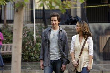 Jennifer Love Hewitt e Jamie Kennedy in un momento  dell'episodio 'Firestarter' della serie Ghost Whisperer