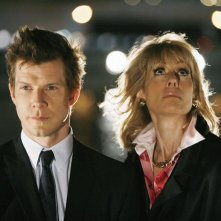Judith Light e Eric Mabius nell'episodio 'Betty Suarez Land' della serie tv Ugly Betty