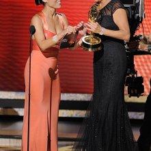 Julia Louis-Dreyfus premia Jean Smart per la sua interpretazione in Samantha Who? alla 60° edizione degli Emmy Awards (2008)