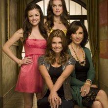 Lucy Hale, Anne Archer, Ashley Newbrough e Joanna Garcia per una foto promozionale della prima stagione di Privileged