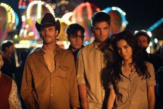 Jake Muxworthy, Brian Presley e Martha Higareda in un'immagine del film Borderland