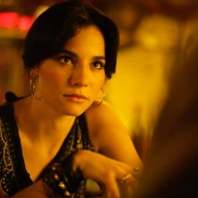 Martha Higareda in una scena del film Borderland