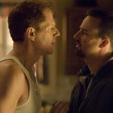 Noah Emmerich ed Edward Norton in una scena del film Pride and Glory