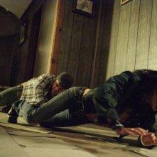 Sean Astin e Martha Higareda in una scena del film Borderland