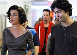 Debi Mazar, Kevin Dillon e Adrian Grenier in una scena dell'episodio 'The All Out Fall Out' della quinta stagione di Entourage