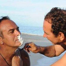 Isola dei Famosi 6: Giucas Casella fa la barba ad Antonio Cabrini