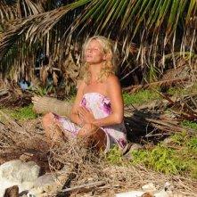 Isola dei Famosi 6: la soubrette Flavia Vento in meditazione