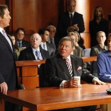 James Spader insieme a William Shatner in una scena dell'episodio 'True Love' della serie tv Boston Legal