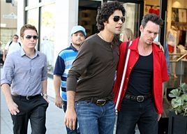 Jerry Ferrara, Kevin Connolly, Adrian Grenier e Kevin Dillon in una scena dell'episodio 'The All Out Fall Out' della quinta stagione di Entourage