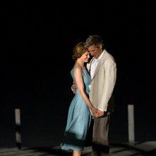 Richard Gere e Diane Lane in una romantica scena del film Nights in Rodanthe, tratto da un romanzo di Nicholas Sparks