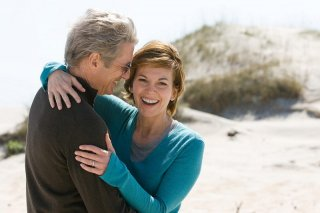 Richard Gere e Diane Lane in una scena del film Nights in Rodanthe, tratto da un romanzo di Nicholas Sparks