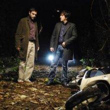 Ricky Memphis insieme a Daniele Pecci in una scena del serial Crimini bianchi, in onda su Canale 5