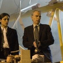 Rosario Dawson e Billy Bob Thornton in una scena del film Eagle Eye