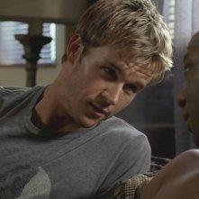 Ryan Kwanten e Nelsan Ellis in un'immagine dell'episodio Mine della serie tv True Blood