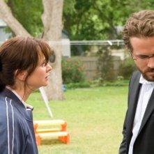 Emily Watson e Ryan Reynolds in una scena di Un segreto tra di noi - Fireflies in the Garden