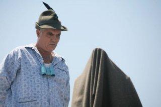 Giorgio Panariello in versione 'alpino' in una scena del film No Problem