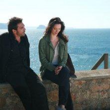 Javier Bardem e Rebecca Hall in un'immagine del film Vicky Cristina Barcelona