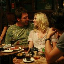 Javier Bardem e Scarlett Johansson in un'immagine del film Vicky Cristina Barcelona