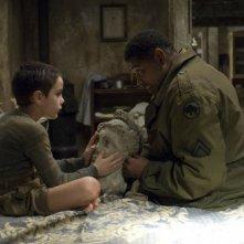Matteo Sciabordi e Omar Benson Miller in un'immagine del film Miracolo a S. Anna