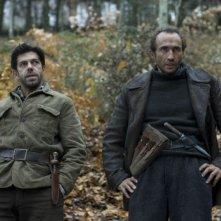 Pierfrancesco Favino e Sergio Albelli in una scena del film Miracolo a Sant'Anna