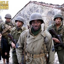 Un wallpaper del film Miracle at St. Anna con Matteo Sciabordi, Omar Benson Miller, Michael Ealy, Derek Luke e Laz Alonso