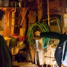 Willem Dafoe e Cayden Boyd in una scena del film Un segreto tra di noi - Fireflies in the Garden