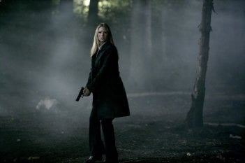 Anna Torv in una scena dell'episodio The Arrival di Fringe