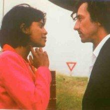 Pamela Soo e Jean-Hugues Anglade in una sequenza del film Tonka