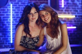 Shenae Grimes e Shannen Doherty nell'episodio Wide Awake And Dreaming di 90210