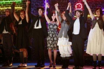 Una scena di gruppo dell'episodio Wide Awake And Dreaming di 90210
