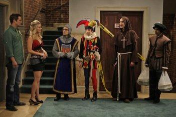 Penny (Kaley Cuoco), Leonard (Johnny Galecki), Sheldon (Jim Parsons), Howard (Simon Helberg) e Rajesh (Kunal Nayyar) in una scena dell'episodio The Codpiece Topology (The Big Bang Theory, stagione 2)
