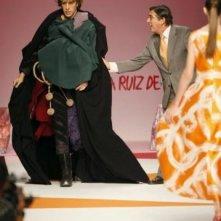 Sacha Baron Cohen nei panni di Bruno fa irruzione sulla passerella durante le sfilate di Milano