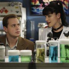 Sean Murray e Pauley Perrette nell'episodio 'Agent Afloat' della serie Navy NCIS