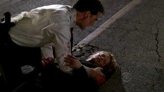 Sienna Guillory e Thomas Gibson in una delle prime scene dell'episodio 'Mayhem' della serie Criminal Minds