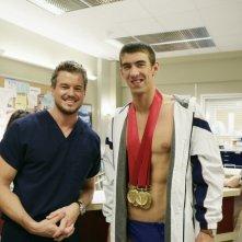 Eric Dane insieme a Michael Phelps sul set di Grey's Anatomy