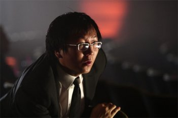 Masi Oka in una scena dell'episodio One of Us, One of Them di Heroes