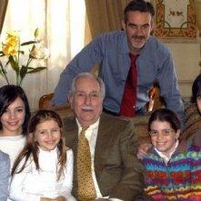 Riccardo Garrone, Pierre Cosso e Matteo Urzia con i giovani protagonisti di Anna e i cinque in un'immagine promozionale della serie