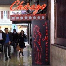 Sabrina Ferilli corre verso il night club 'Chicago' in una sequenza della fiction Anna e i cinque