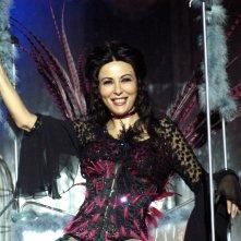 Sabrina Ferilli nei panni della spogliarellista Nina Monamour in una sequenza della fiction Anna e i cinque