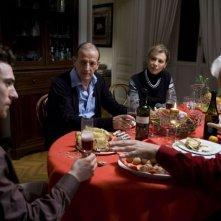 Elio Germano, Marco Baliani e Daniela Poggi in una scena del film Il passato è una terra straniera