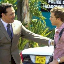 Jimmy Smits e Michael C. Hall in un'immagine dell'episodio Finding Freebo della serie Dexter